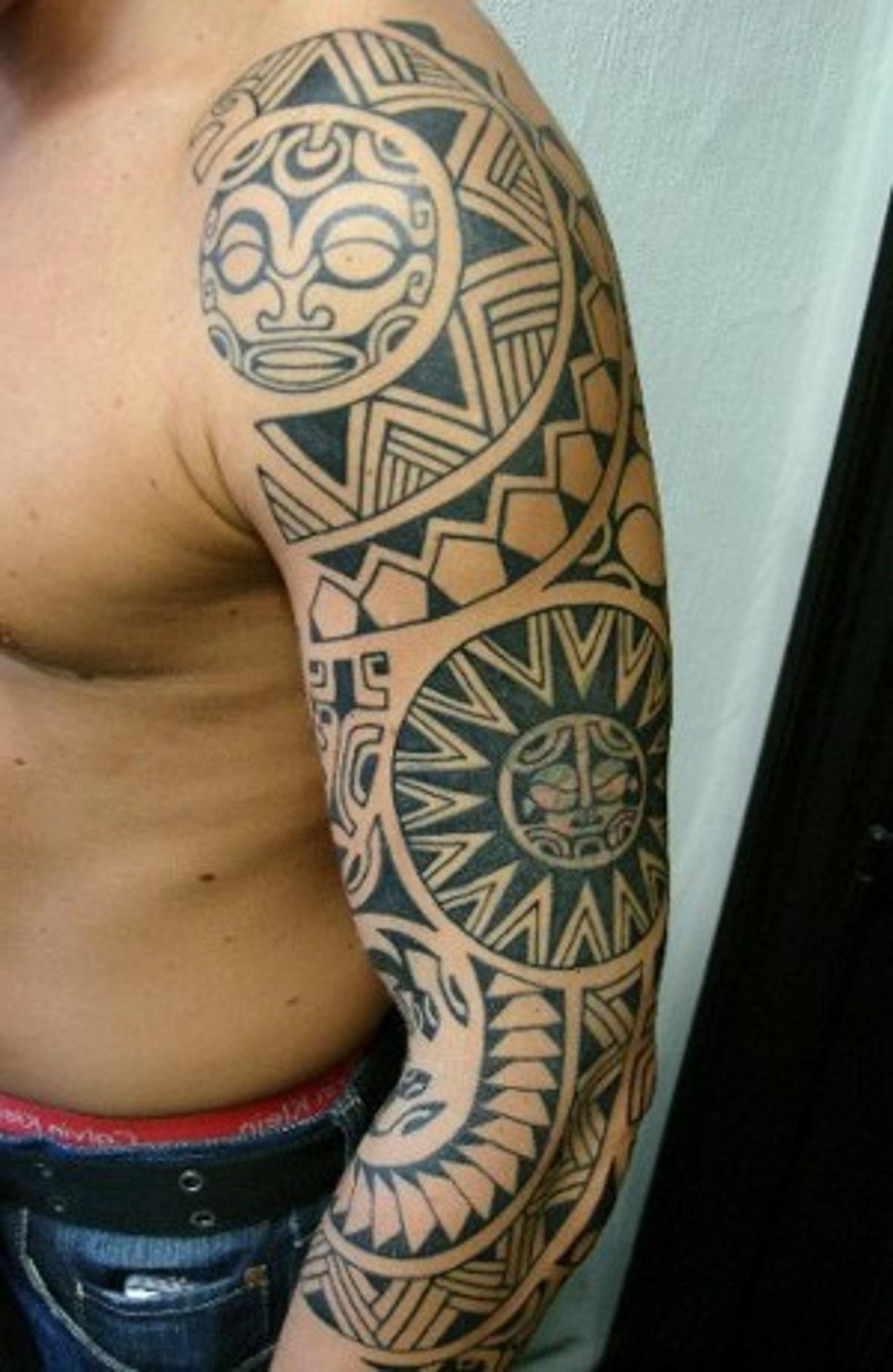 tatouage elephant maori epaule