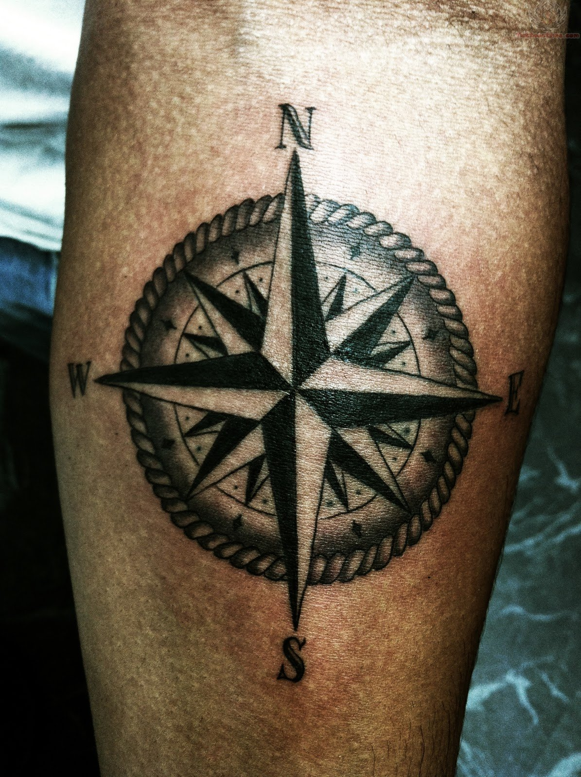 Compass tattoos designs ideas and meaning tattoos for you for Tattoo bussola significato