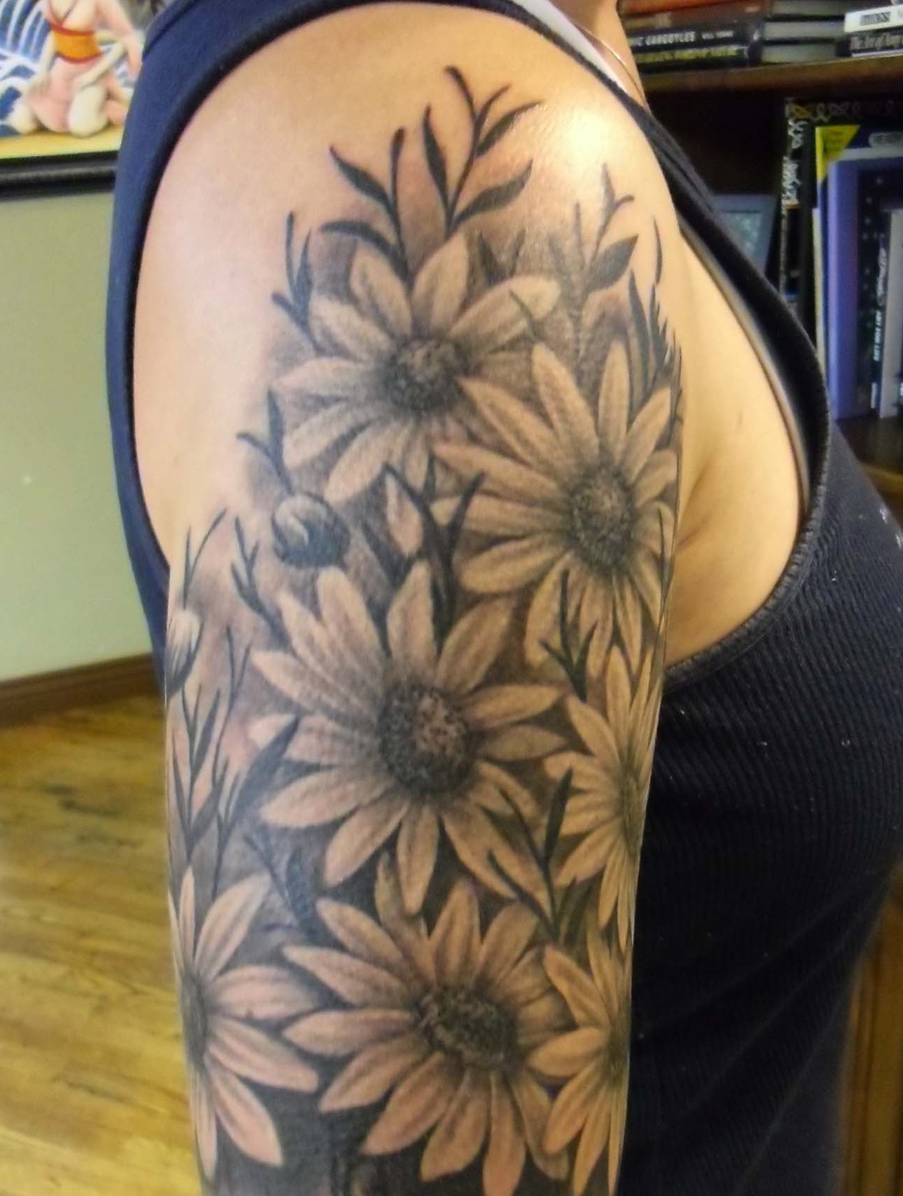 sunflower women Check out all the 106 sunflower tattoo designs for women on tattoo chief feminine tattoos that will blow your mind, ideas that will be your next inspiration -2.