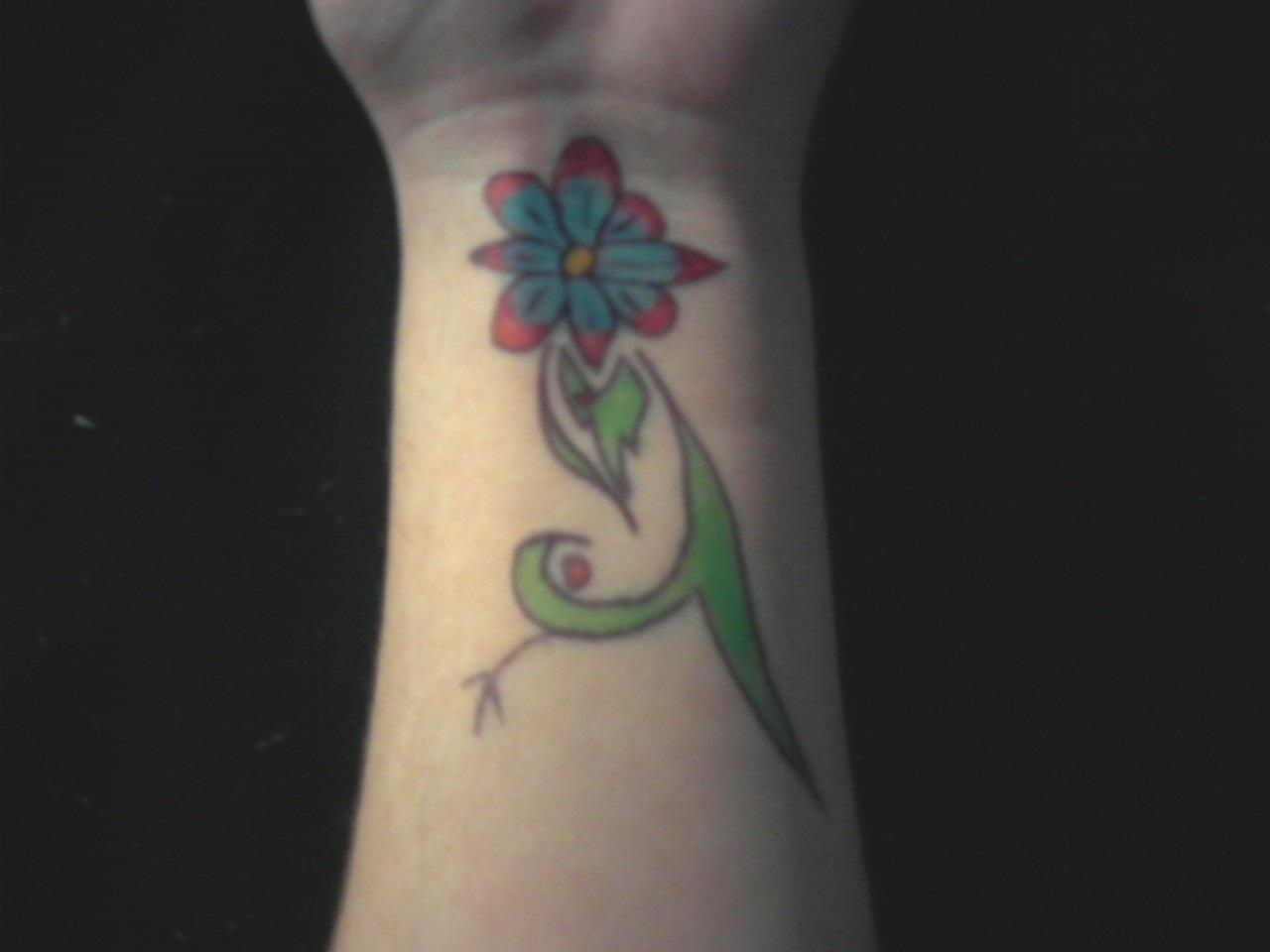 Daisy tattoos designs ideas and meaning tattoos for you daisy flower tattoo design izmirmasajfo Image collections