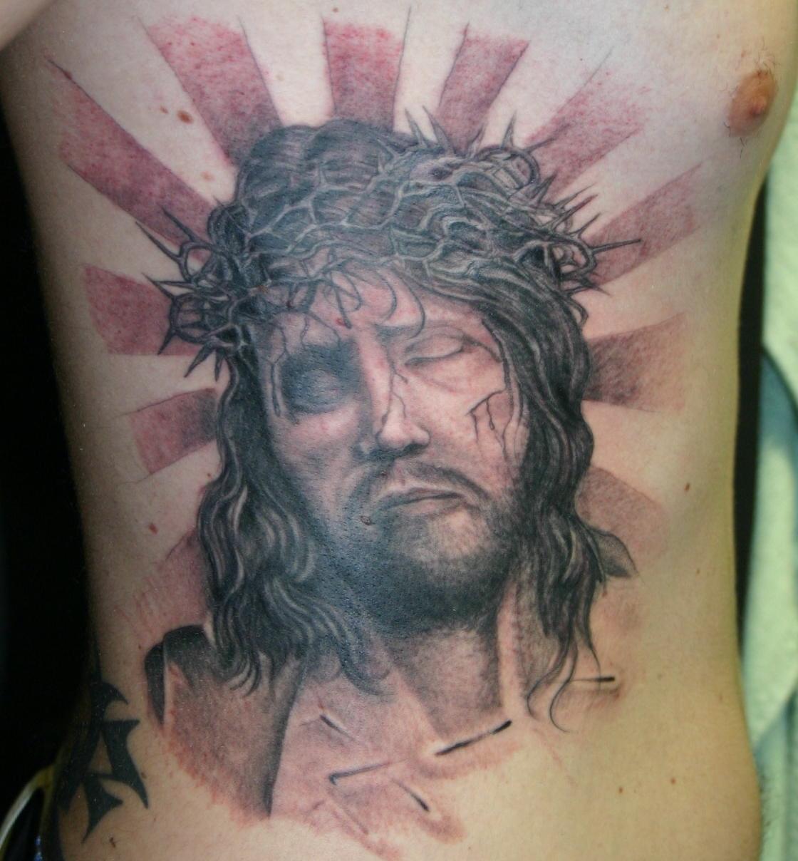 Тату на спину распятие христа фото