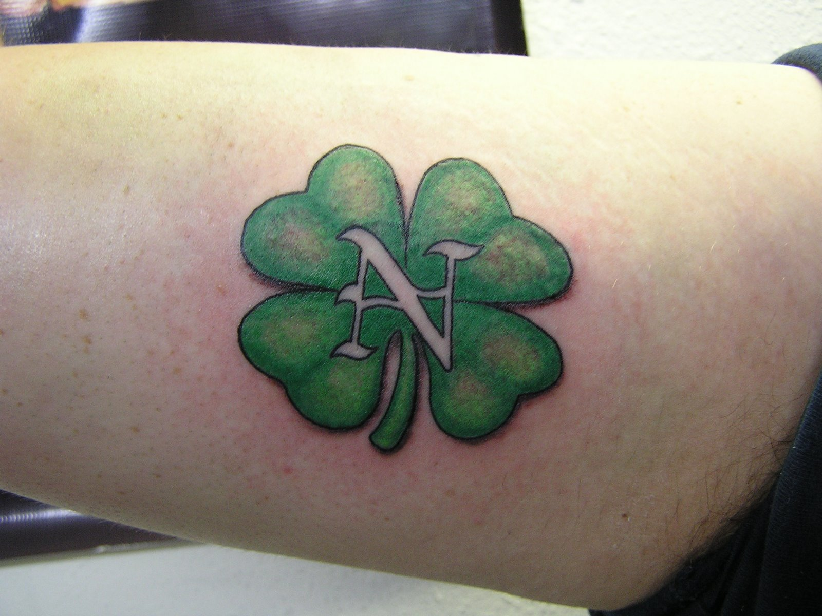 four leaf clover tattoos designs ideas and meaning tattoos for you. Black Bedroom Furniture Sets. Home Design Ideas