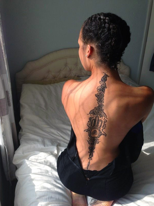 Фото тату на девушке на спине