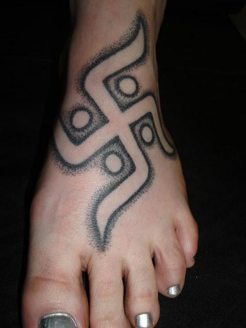 Hakenkreuz Tattoo