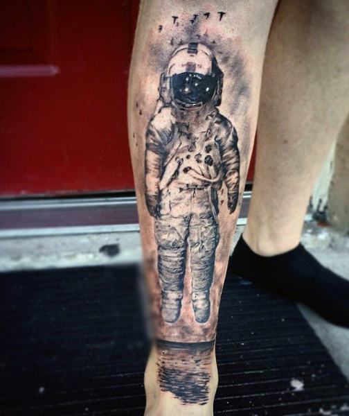 the astronaut on moon tattoo - photo #29