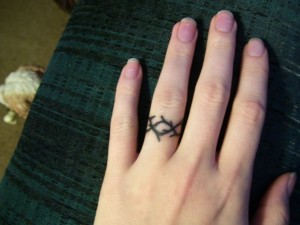Crown of Thorns Tattoo Finger