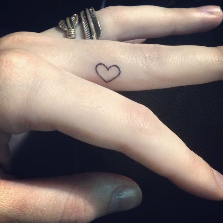 heart tattoo on finger designs ideas and meaning tattoos for you. Black Bedroom Furniture Sets. Home Design Ideas