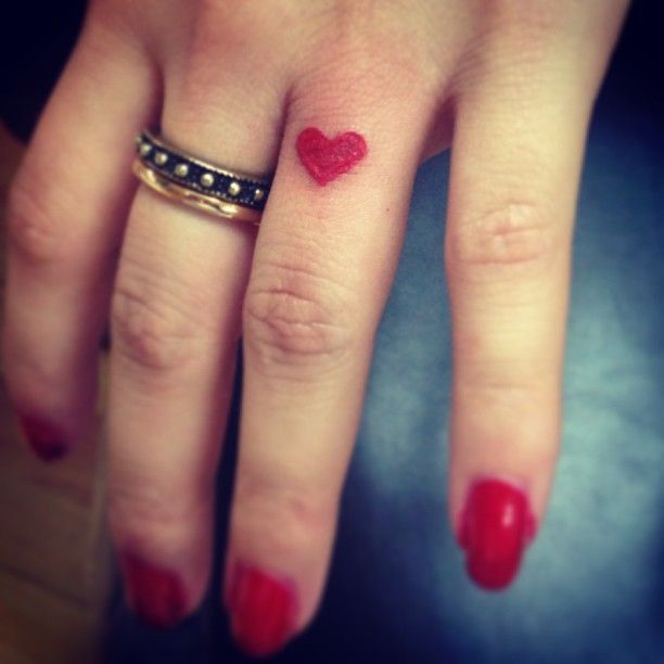 bf54150154068 Heart Tattoo on Finger Designs, Ideas and Meaning | Tattoos For You