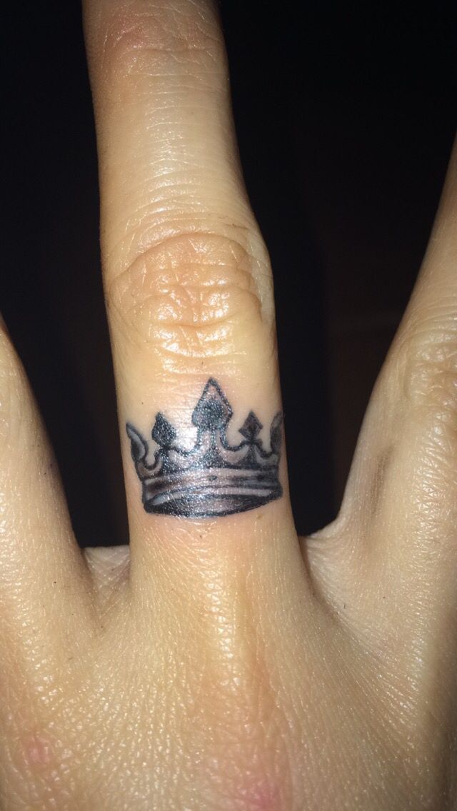 183dae622 Crown Finger Tattoo Designs, Ideas and Meaning | Tattoos For You