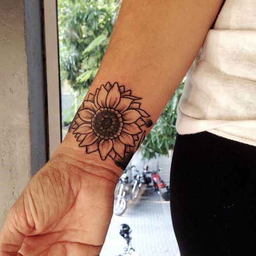 Sunflower Wrist Tattoo Designs, Ideas and Meaning ...